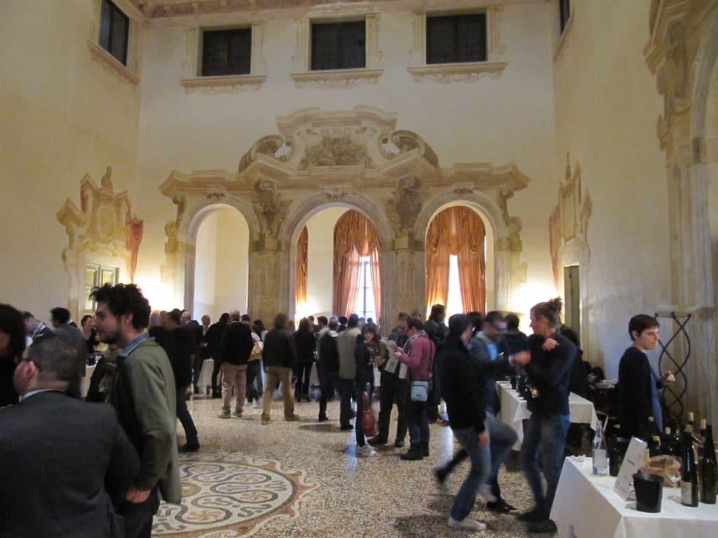 Villa Favorita, una dei saloni espositivi del piano nobile